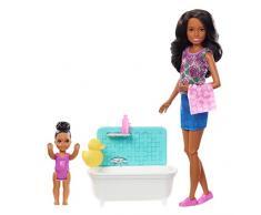 Barbie- Bambola Skipper Afroamericana Babysitter con Vasca da Bagno, Bambina Che Muove Le Braccia e Accessori, FXH06